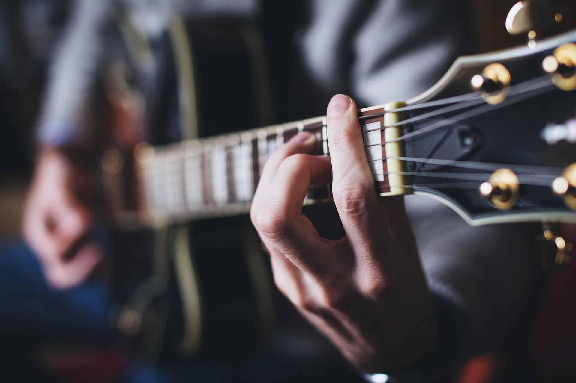 גיטרה אקוסטית - יד ימין
