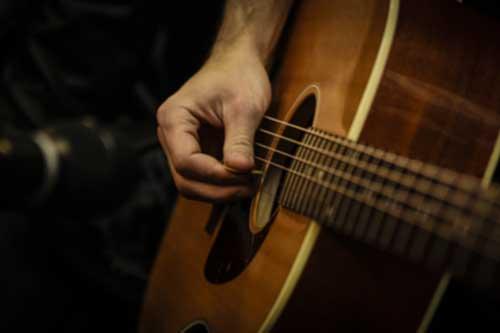 כלי-מיתר Acoustic Guitar