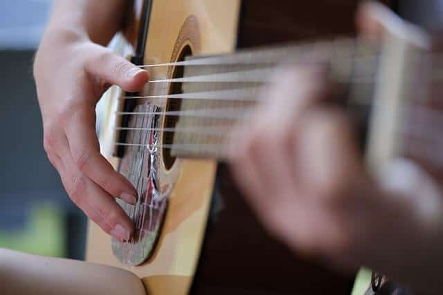 גיטרה אקוסטית – הכר את הגיטרה