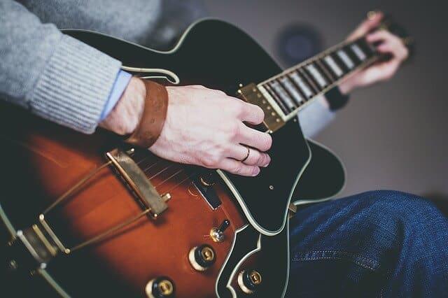 גיטרה חשמלית-הכר את הכלי