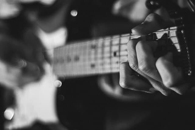 סגנון הנגינה בגיטרה חשמלית