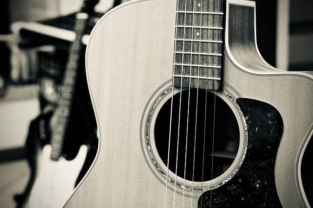 סט אפ לגיטרה אקוסטית - לוח הסריגים