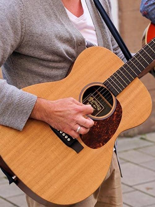 גיטרות אקוסטיות
