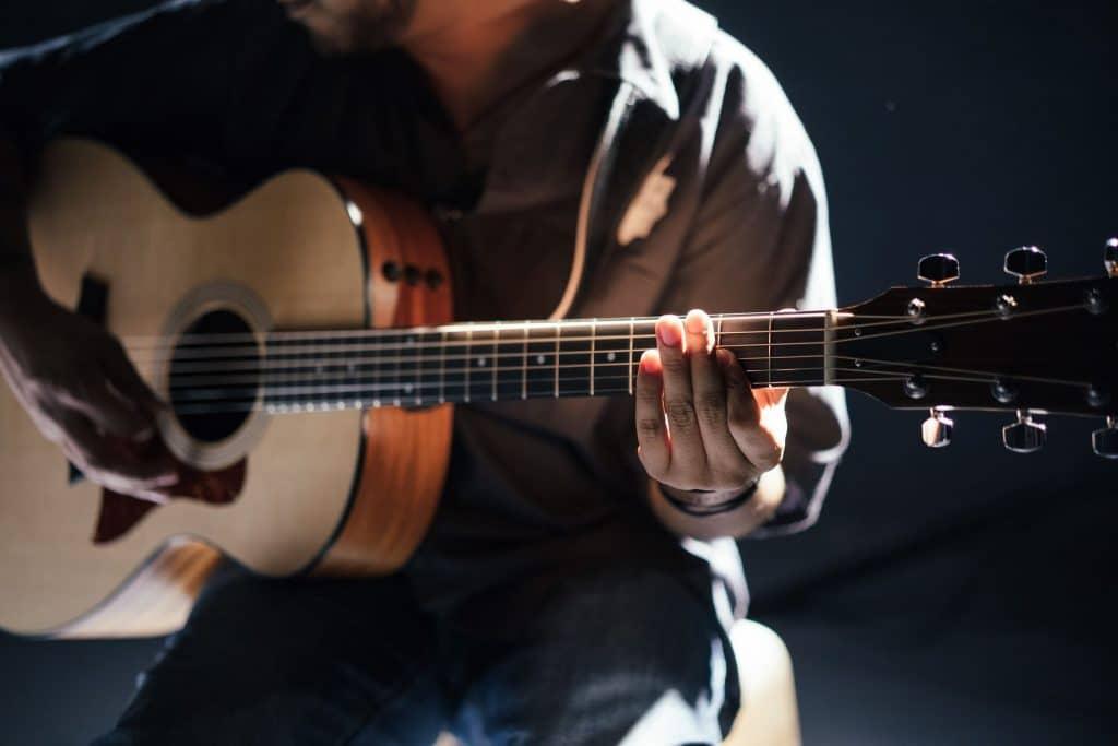 גיטרות אקוסטיות למתחילים ומתקדמים