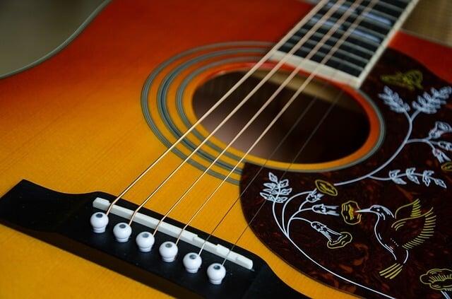 גיטרה אקוסטית או גיטרה קלאסית