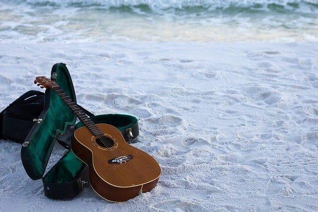 גיטרה אקוסטית למתחילים -מרחק המיתרים מלוח הסריגים