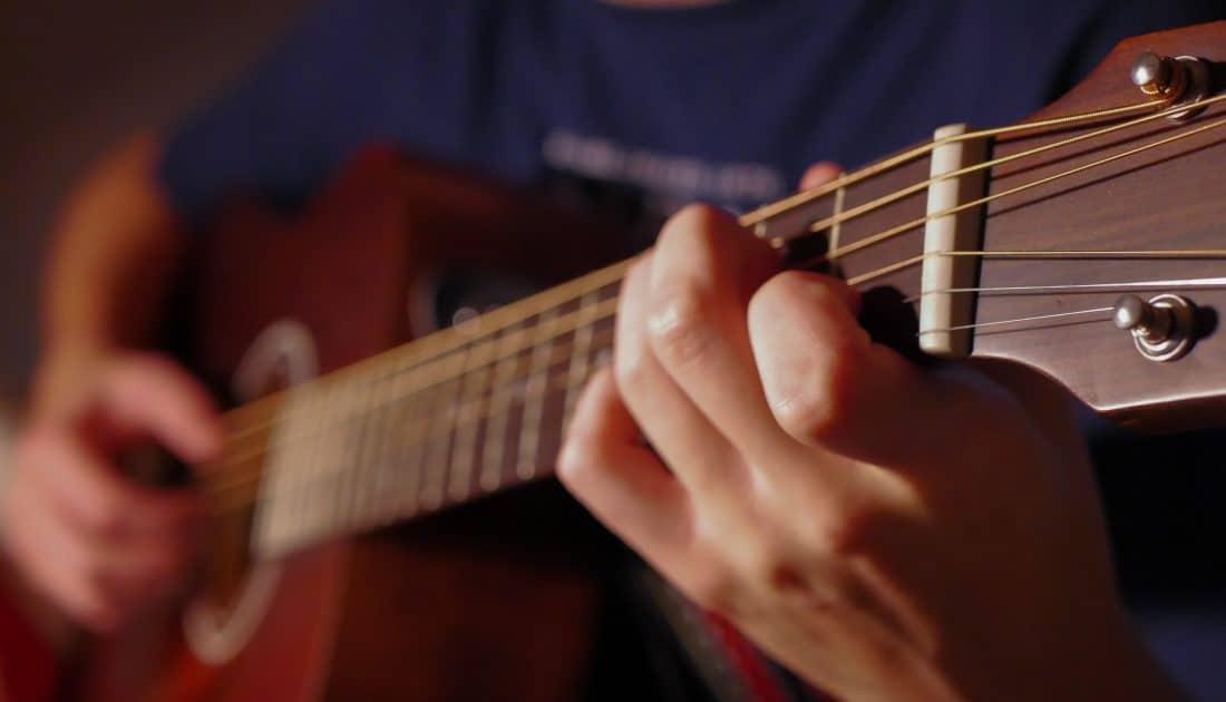 גיטרה אקוסטית מוגברת - איך לבחור