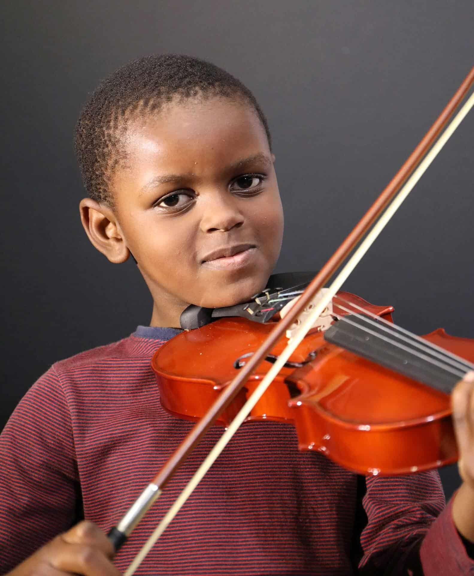 כינור למתחילים - מדריך לבחירה - כינור מותאם נכון לגודלו של הילד