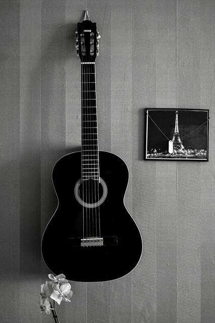 גיטרה קלאסית שחורה
