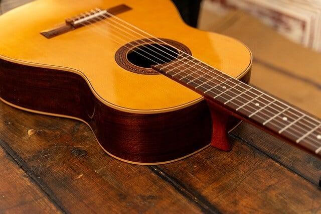 חמישה טיפים לקניית גיטרה