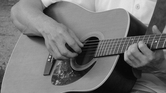 כלי-מיתר גיטרה אקוסטית