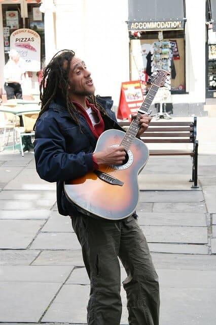 גיטרה אקוסטית מעץ מלא
