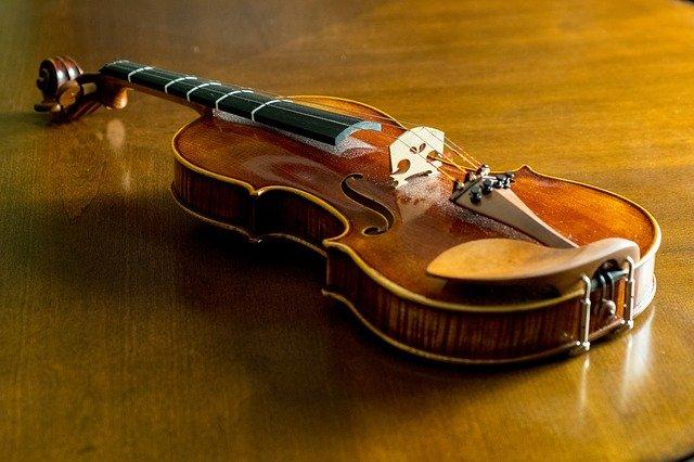 מדריך לבחירת כינור- כינור מעץ ישן