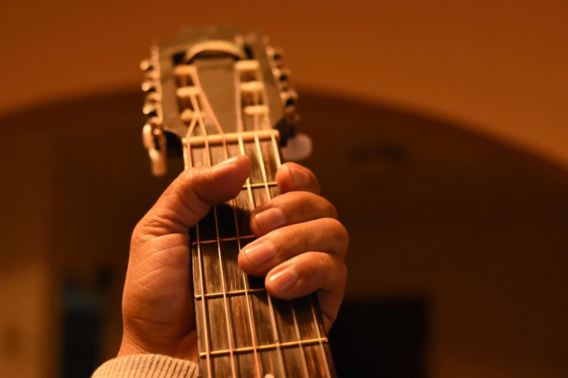 גיטרה קלאסית עם צוואר נוח