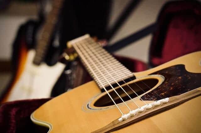 גיטרה אקוסטית למכירה - מיתרים לגיטרה אקוסטית