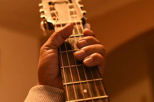 גיטרה קלאסית - צוואר צר