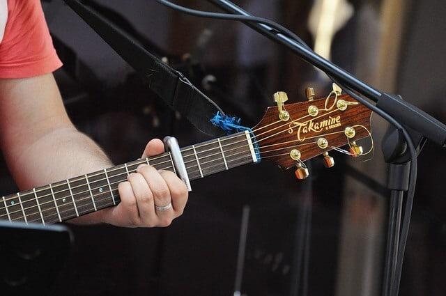 איך לבחור קאפו לגיטרה