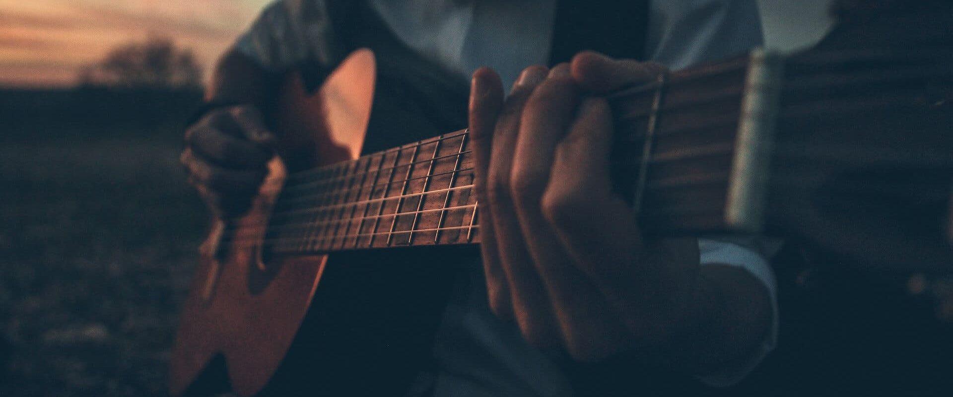guitar-2875378_1920