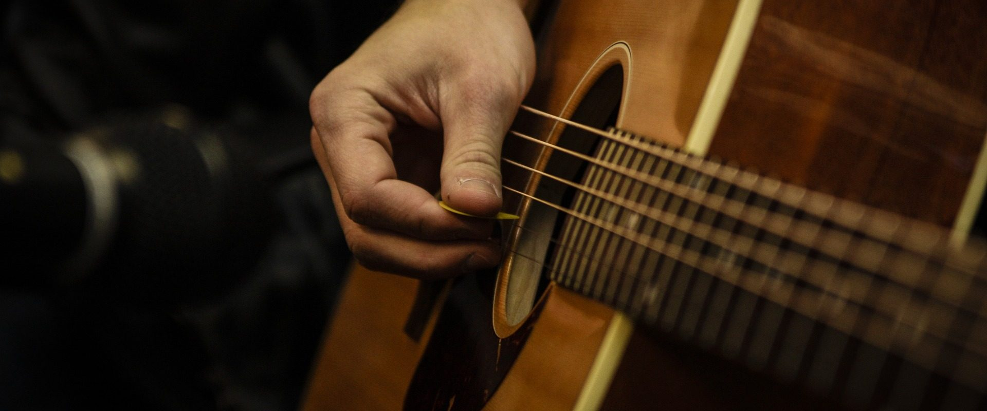 guitar-670087_1920