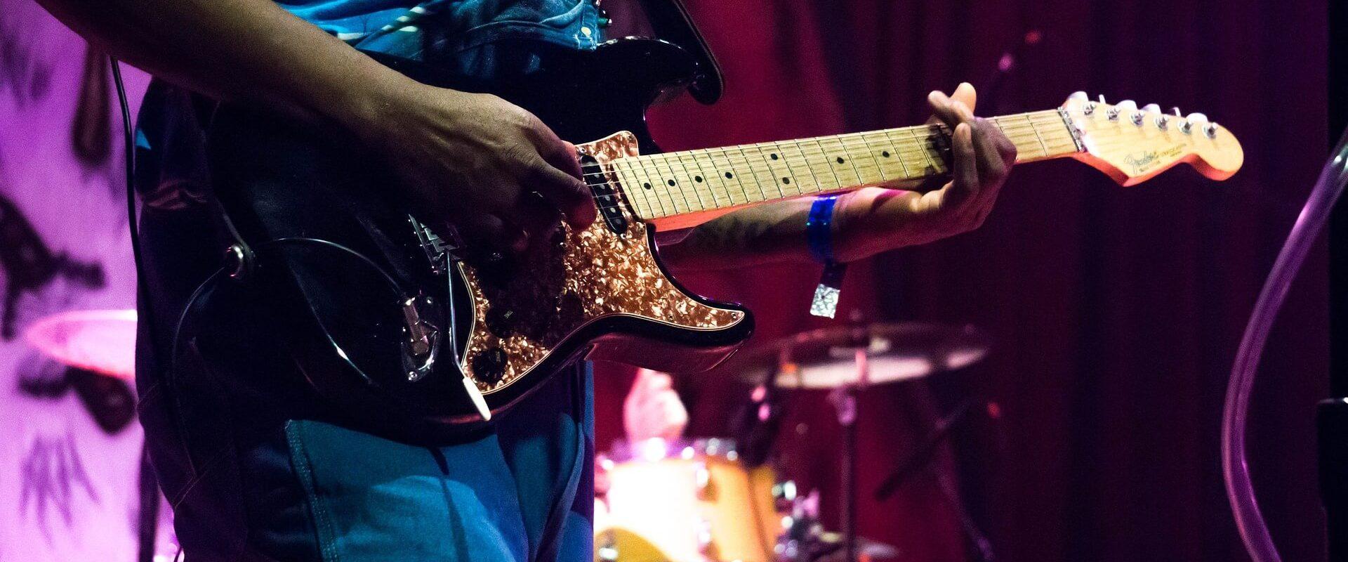 גיטרות חשמליות בדגמים בלעדיים